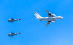 Il-78 (Midas) aerial tanker demonstrates refueling of 2 MiG-31 Royalty Free Stock Photos