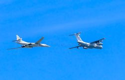 Il-78 (Midas) aerial tanker and Tu-160 (Blackjack) Royalty Free Stock Photo