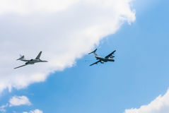 Il-78 (Midas) aerial tanker and Tu-160 Stock Photos