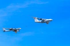 Il-78 (Midas) aerial tanker and Tu-95MS (Bear) Royalty Free Stock Photos