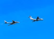 Il-78 (Midas) aerial tanker and Tu-95MS Royalty Free Stock Image
