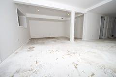 Il miglioramento domestico, ritocca, nuovo pavimento, pavimentante Fotografia Stock