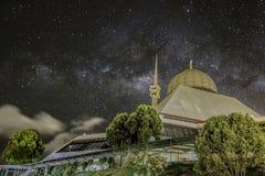 Il MilkyWay e la grande moschea Immagini Stock