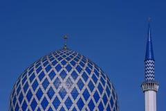 Il minareto e la cupola della moschea di Sultan Salahuddin Abdul Aziz Shah è la moschea dello stato di Selangor, Malesia Fotografia Stock