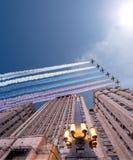 Il ministero degli affari esteri della Federazione Russa e gli ærei militari russi volano nella formazione, Mosca Immagine Stock