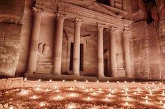 Il Ministero del Tesoro di Petra By Candlelight immagine stock libera da diritti