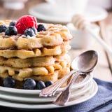 Il mirtillo waffles primo piano Fotografie Stock