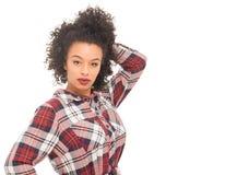 Il modello adolescente con modo urbano copre su un BAC bianco Fotografia Stock Libera da Diritti