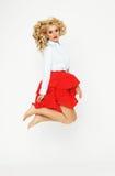Il modello biondo di alta moda salta in studio Fotografia Stock Libera da Diritti