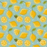 Il modello con i limoni sul blu Fotografie Stock Libere da Diritti
