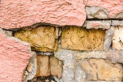 Il modello dai mattoni, gesso rosa, screpolato; Struttura fotografia stock libera da diritti