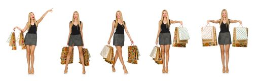 Il modello dei capelli biondi che giudica i sacchetti di plastica isolati su bianco Fotografie Stock