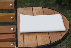 Il modello del giornale su un fondo di legno Immagine Stock