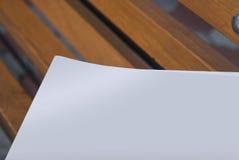 Il modello del giornale su un fondo di legno Immagine Stock Libera da Diritti