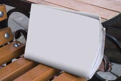 Il modello del giornale su un fondo di legno Fotografia Stock