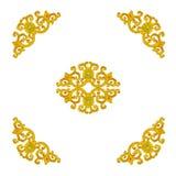 Il modello del telaio dello stucco dell'oro scolpisce su fondo bianco Fotografia Stock