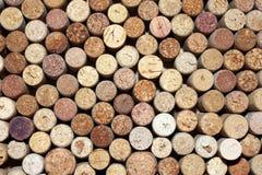 Il modello delle bottiglie di vino utilizzate tappa il primo piano del fondo Fotografia Stock Libera da Diritti
