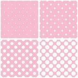 Il modello delle mattonelle ha messo con i pois su fondo rosa Fotografia Stock