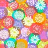 Il modello floreale di vettore senza cuciture con lo scarabocchio stilizzato fiorisce su fondo variopinto Fotografie Stock
