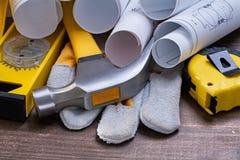 Il modello rotola il guanto protettivo del martello da carpentiere Fotografia Stock Libera da Diritti