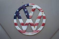 Il modello S.U.A. della bandiera sul logo di volkswagen Fotografie Stock