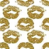 Il modello senza cuciture con le labbra di scintillio dell'oro stampa su fondo bianco Immagine Stock