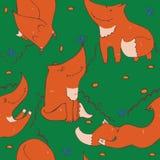 Il modello senza cuciture dello zenzero sveglio disegnato a mano foxes nelle pose differenti Fotografie Stock Libere da Diritti