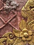 Il modello sulla parete il fiore Fotografie Stock