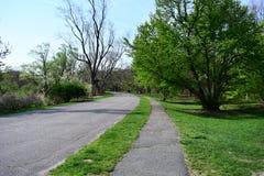 Il modo della passeggiata nel parco pubblico di Arnold Arboretum a Boston fotografia stock