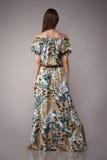 Il modo di bellezza copre il modello casuale della donna della raccolta castana Immagini Stock