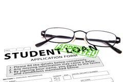 Il modulo di domanda di prestito dello studente con verde ha approvato il bollo Immagini Stock