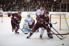 Il momento del gioco di un gioco di hockey fotografia stock libera da diritti