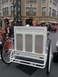 Il momento felice del piano della bicicletta a Tokyo Disney nel 2015 Fotografia Stock