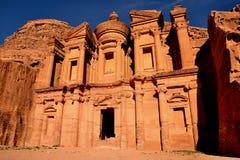 Il monastero (annuncio Deir) nel PETRA Immagine Stock