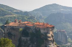 Il monastero dell'agrifoglio di Varlaam ha costruito su una roccia alta Immagini Stock Libere da Diritti