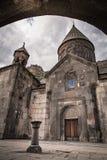 Il monastero famoso Geghard dell'eremo, situato nelle montagne dell'Armenia fotografie stock libere da diritti