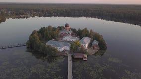 Il monastero santo-Vvedensky nella regione di Vladimir Ambiti di provenienza astratti dell'oceano e del mare Siluetta dell'uomo C archivi video