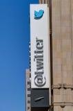 Il mondo di Twitter acquartiera la costruzione ed il logo Fotografia Stock Libera da Diritti