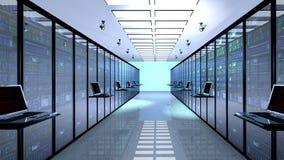 Il monitor terminale nella stanza del server con il server tormenta in centro dati Immagine Stock