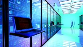 Il monitor terminale nella stanza del server con il server tormenta in centro dati fotografie stock