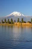 Il monte Ararat dal villaggio di Sis nella regione dell'Ararat Immagini Stock Libere da Diritti