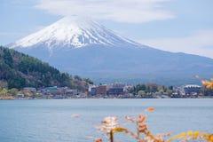 Il monte Fuji dal lago Kawaguchiko in primavera Fotografia Stock Libera da Diritti