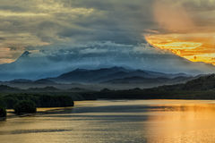 Il Monte Kinabalu ad alba Fotografia Stock Libera da Diritti