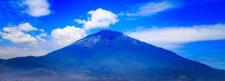 Il Monte Meru in Tanzania Immagine Stock