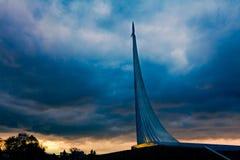 Il monumento ai conquistatori di spazio fotografia stock