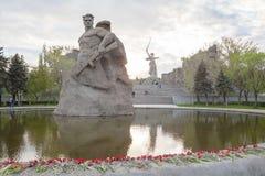 Il monumento del soldato ed il monumento di chiamate della patria immagine stock libera da diritti