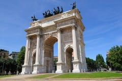 Il monumento di passo di della del Arco a Milano, Italia Fotografie Stock Libere da Diritti