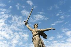 Il monumento le chiamate della patria del Mamaev Kurgan a Volgograd immagini stock