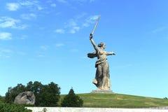 Il monumento le chiamate della patria del Mamaev Kurgan a Volgograd immagine stock libera da diritti