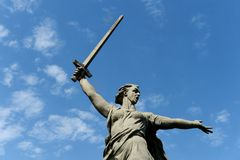 Il monumento le chiamate della patria a Volgograd fotografia stock libera da diritti
